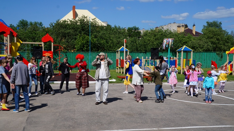 Праздничным представлением открылся летний социально-оздоровительный сезон